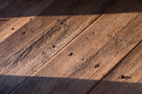Knirkende gulv