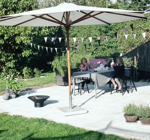 skab et hyggeligt rum i haven med en terrasse