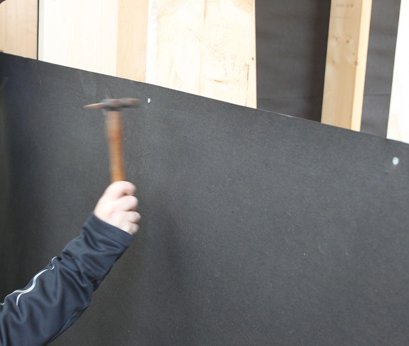 Sidste væg beklædes med vindpap