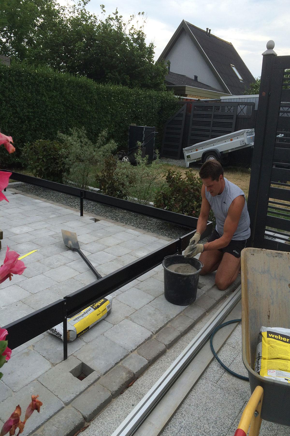 Hul til kloakrør ved drivhus