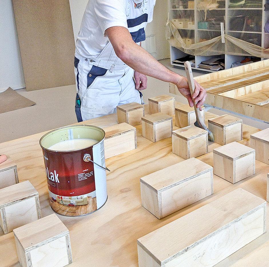 laker boksene og tavlen på den praktiske tavle