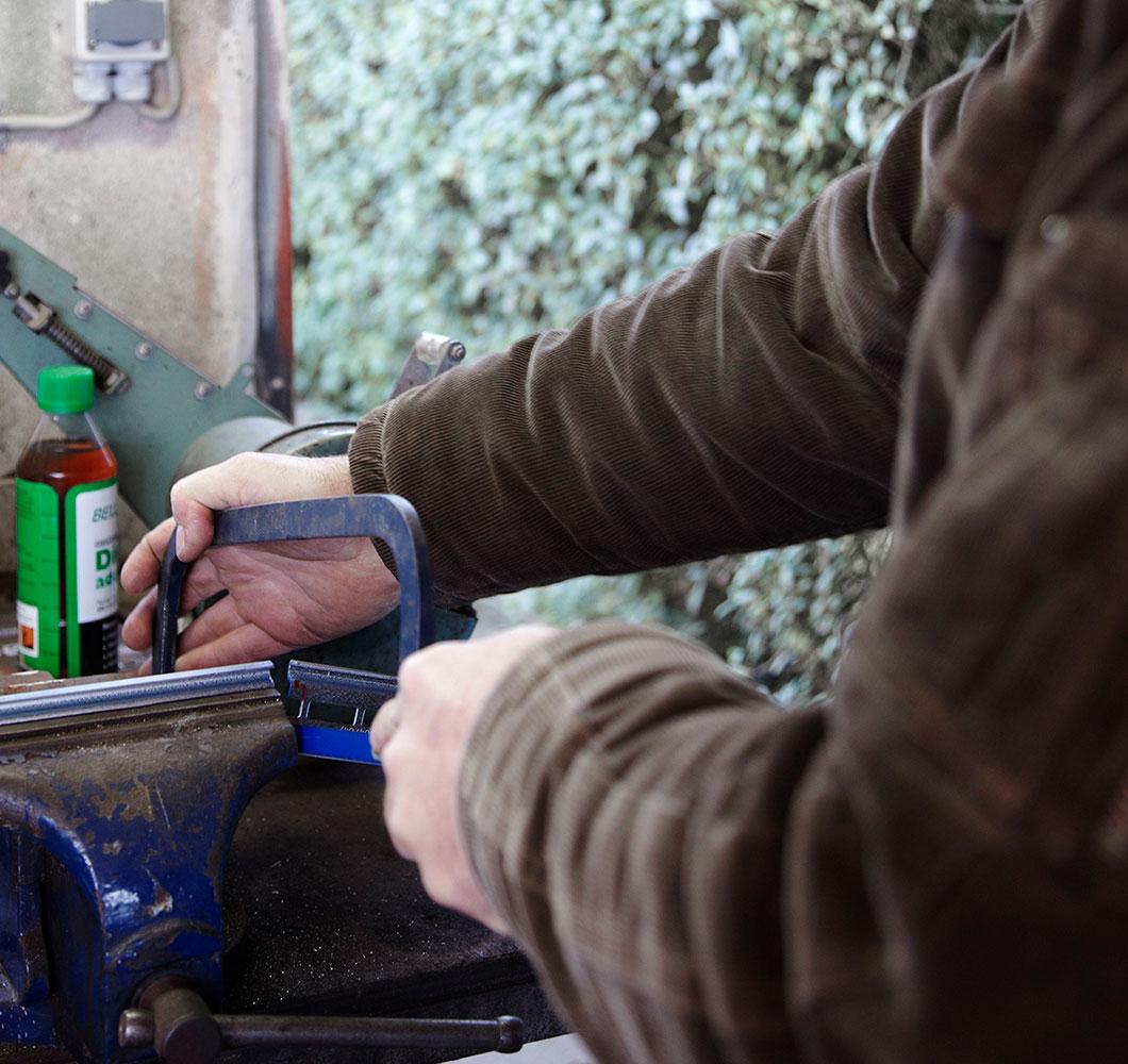 Beslag til garageport monteres