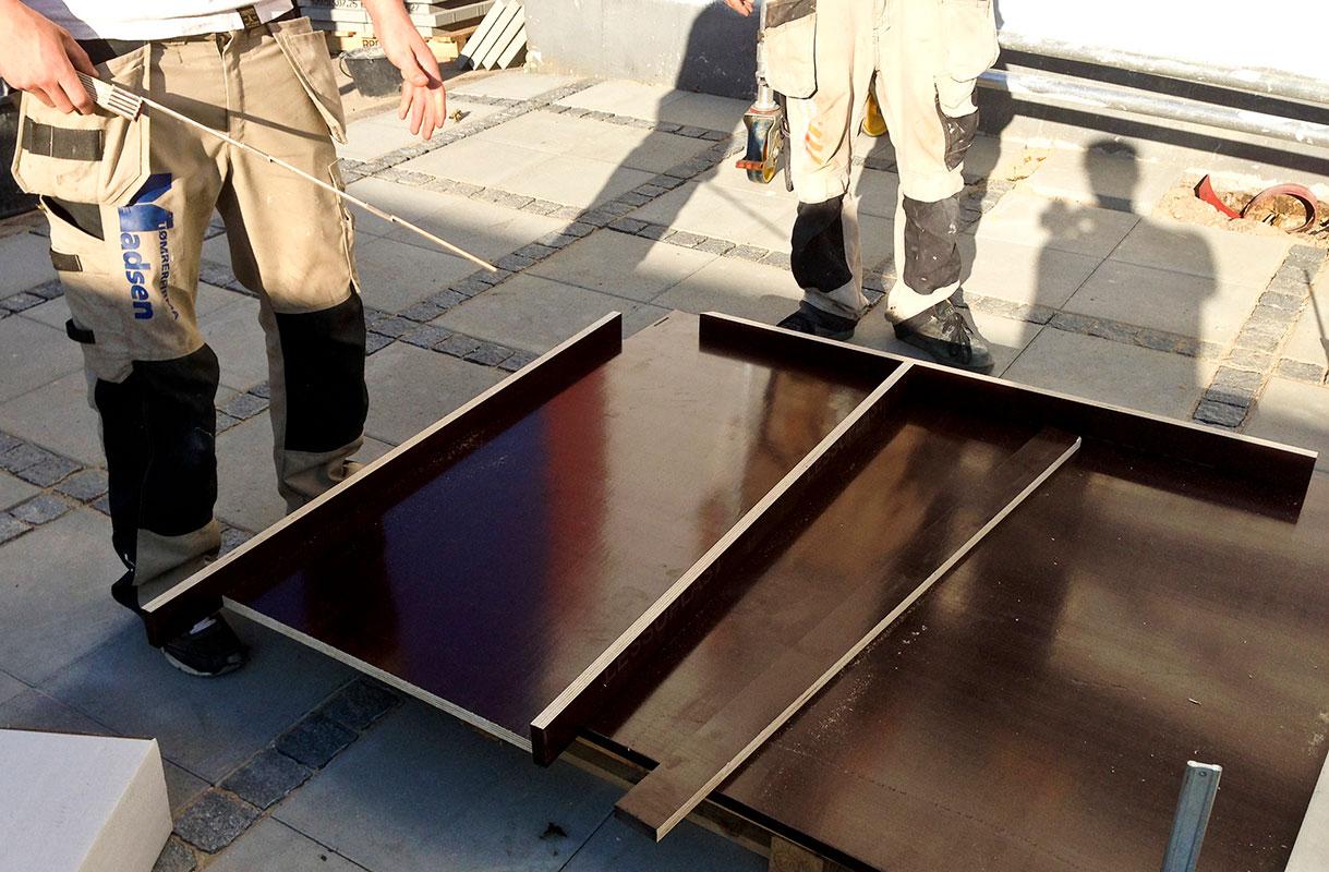 Mål op til betonplade til økohave