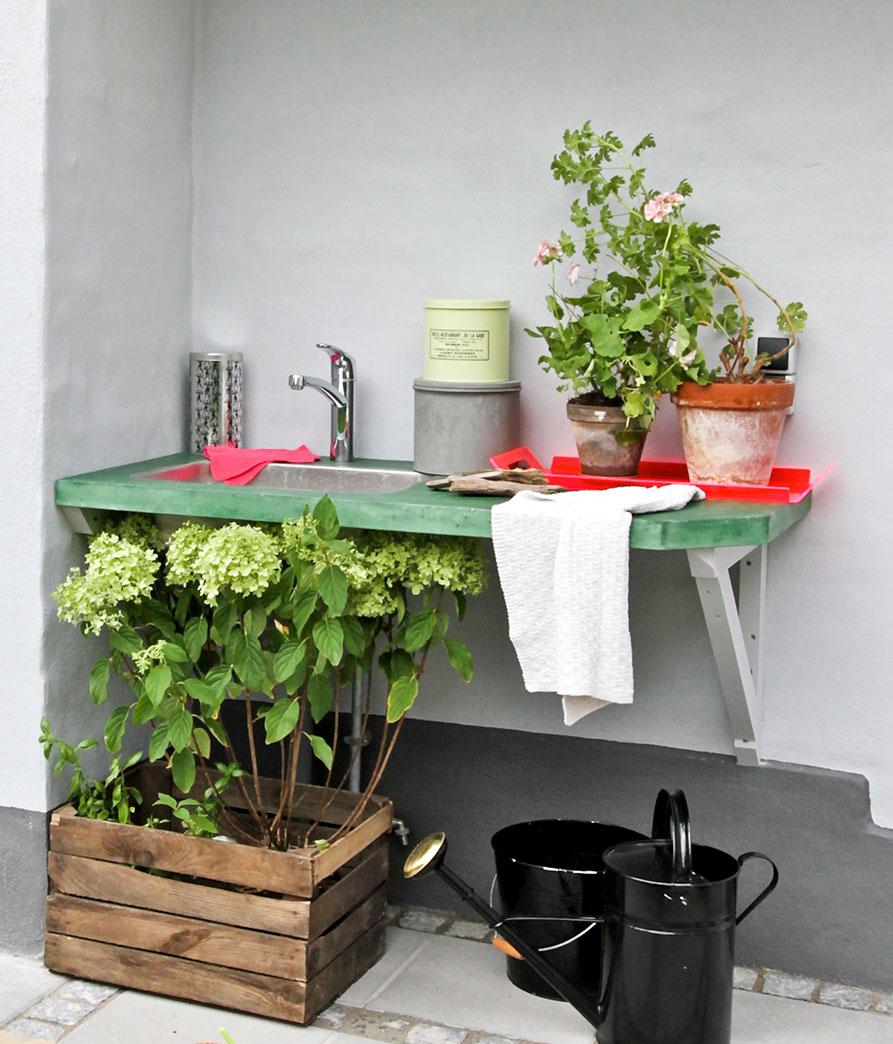 Hjemmelavet betonbord til økohave