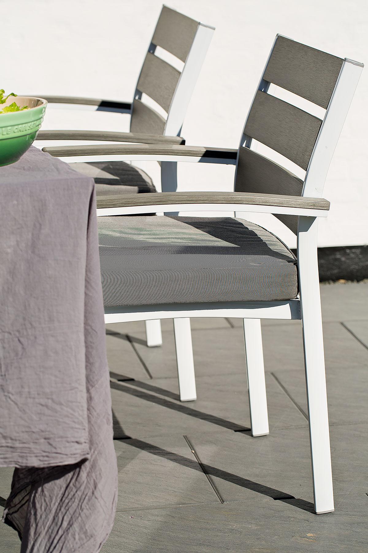 Spisestole på terrasse