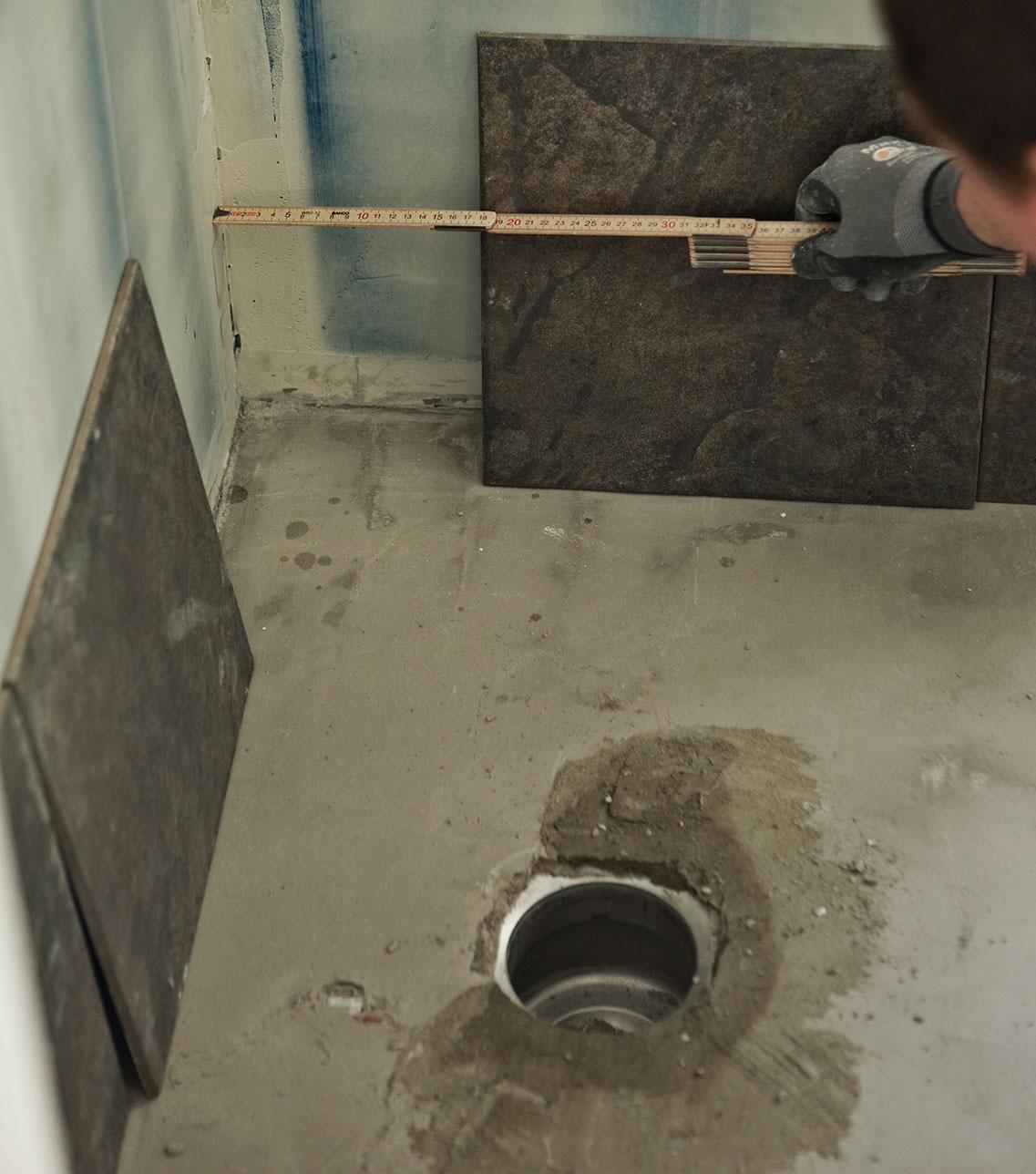 Kontroller målene inden fliserne bliver opsat på luksusbadeværelset