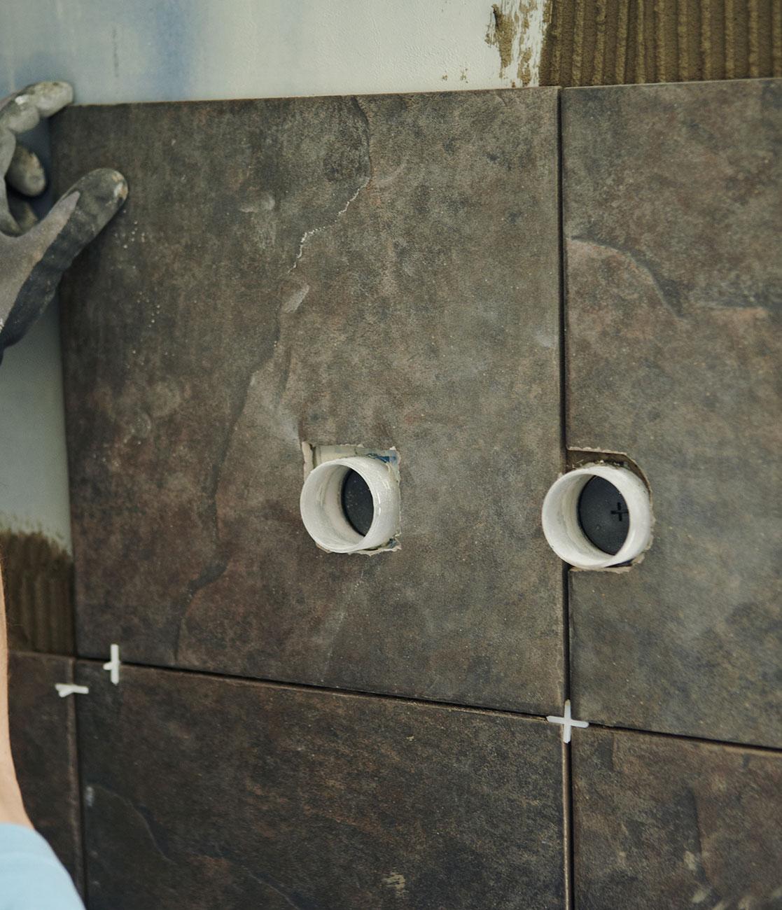 Huller til udgangsrør i luksusbadeværelset