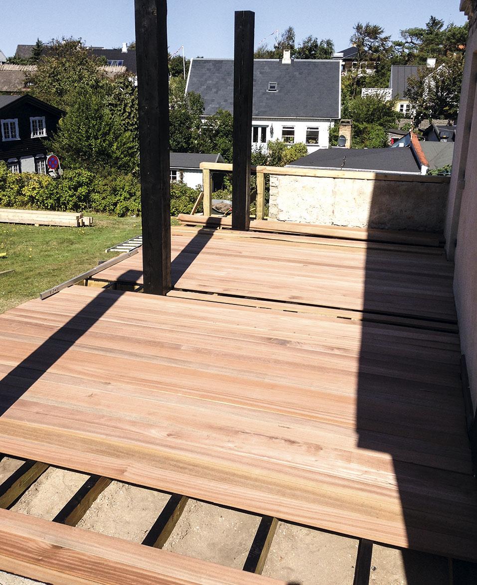 Terrassebrædder klar til montering