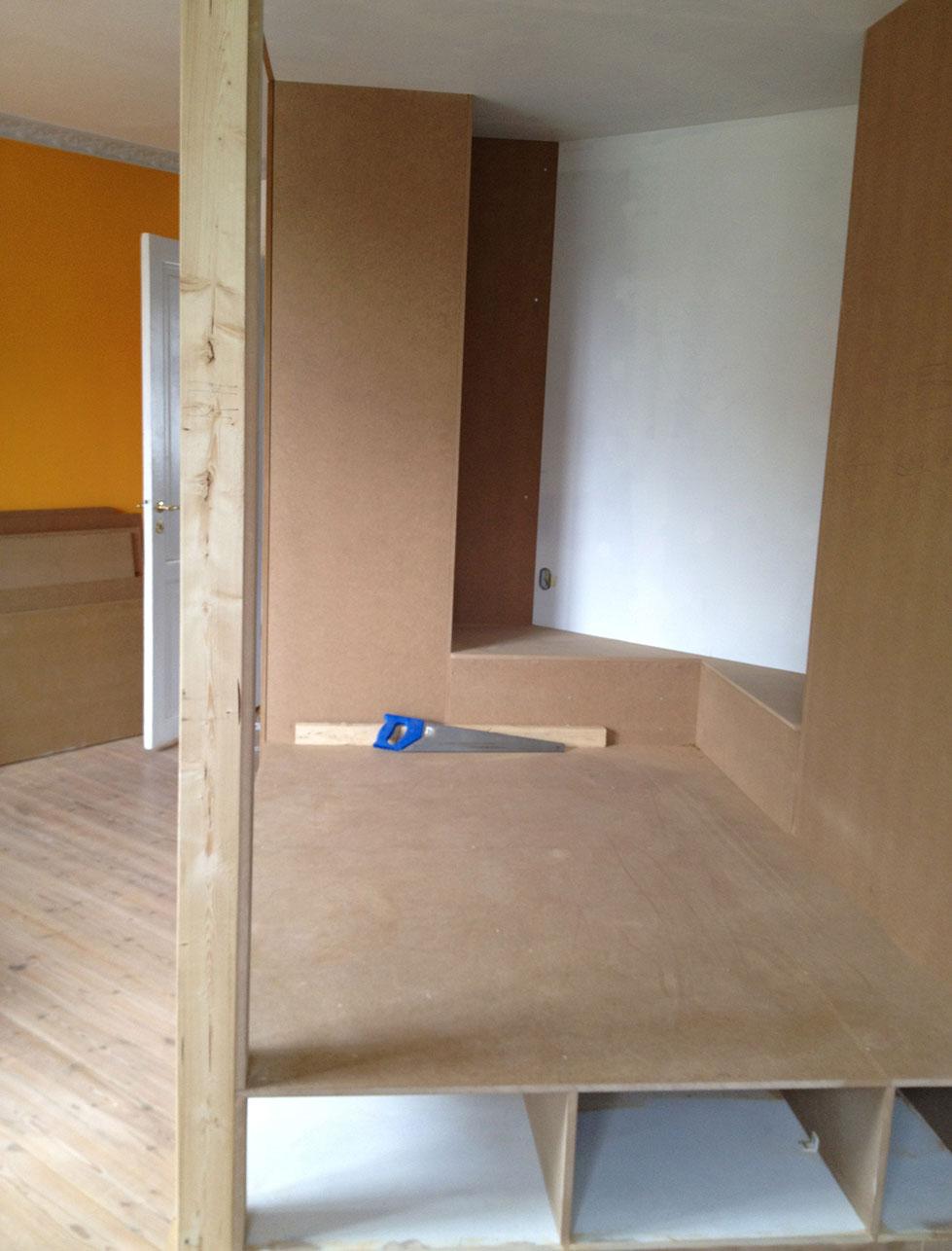 Sengeplads med opbevaring i det nye rum