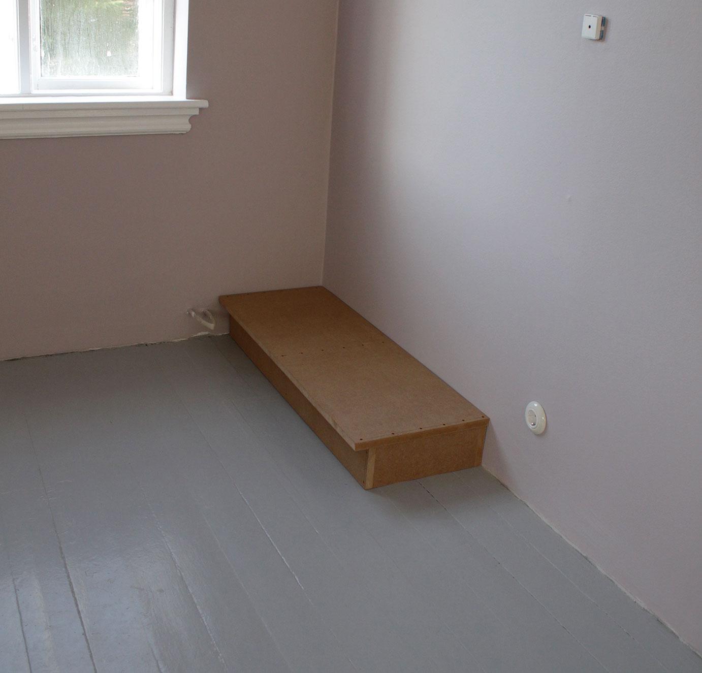Sokkel med bund i soveværelse