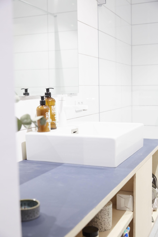 Enkelt badeværelsesmøbel