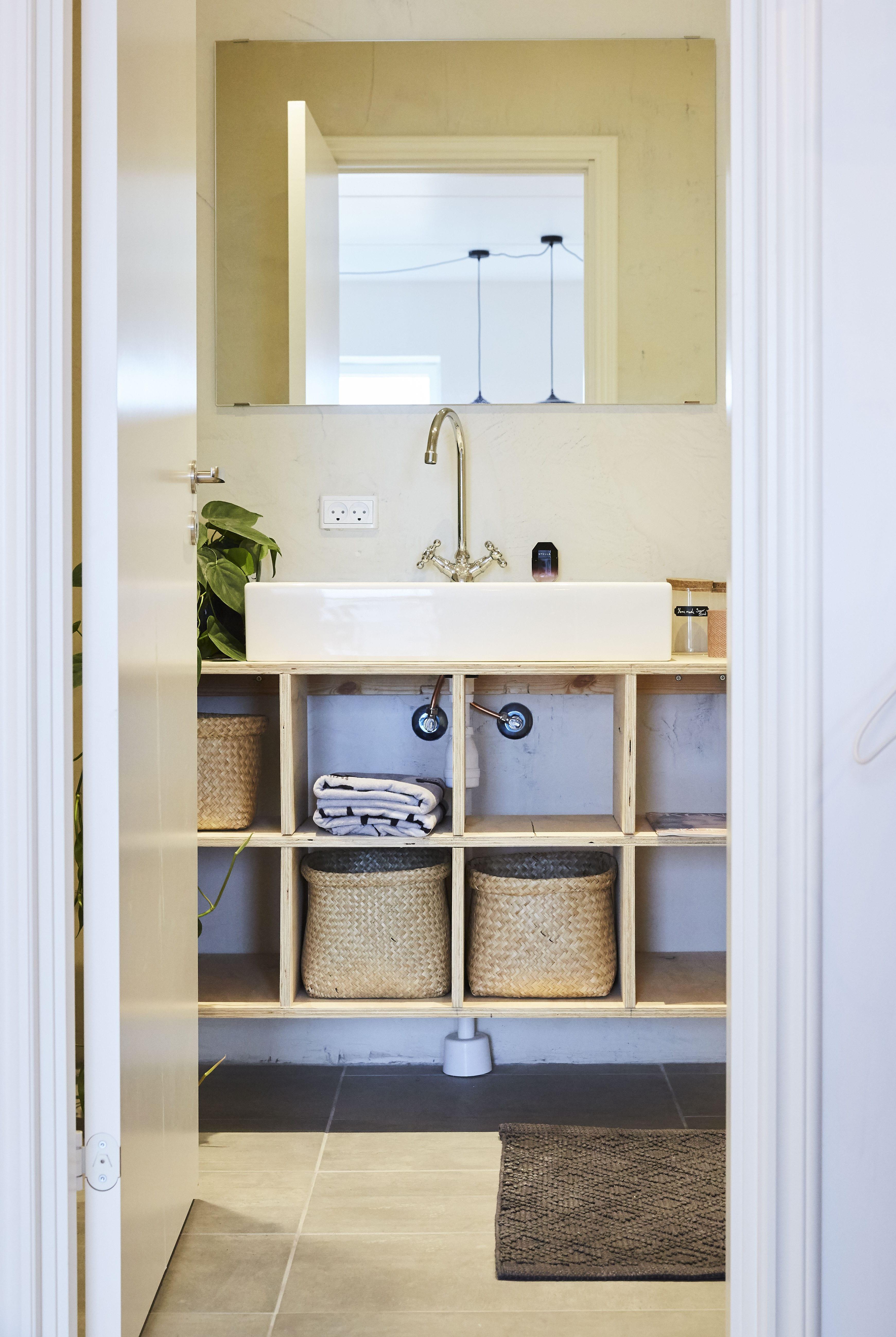 Badeværelsesmøbel i birk