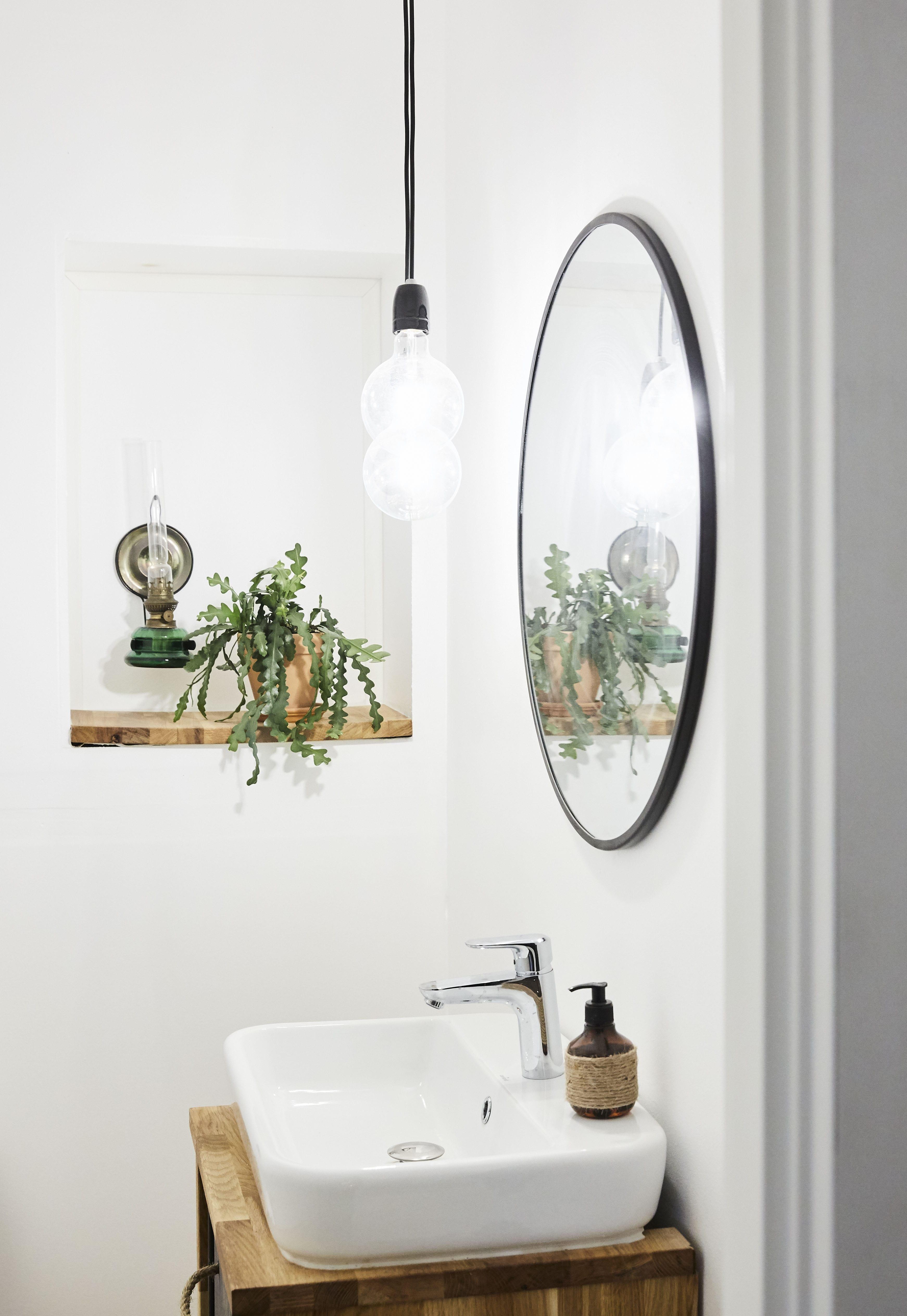 Badeværelsesmøbel af bordplade