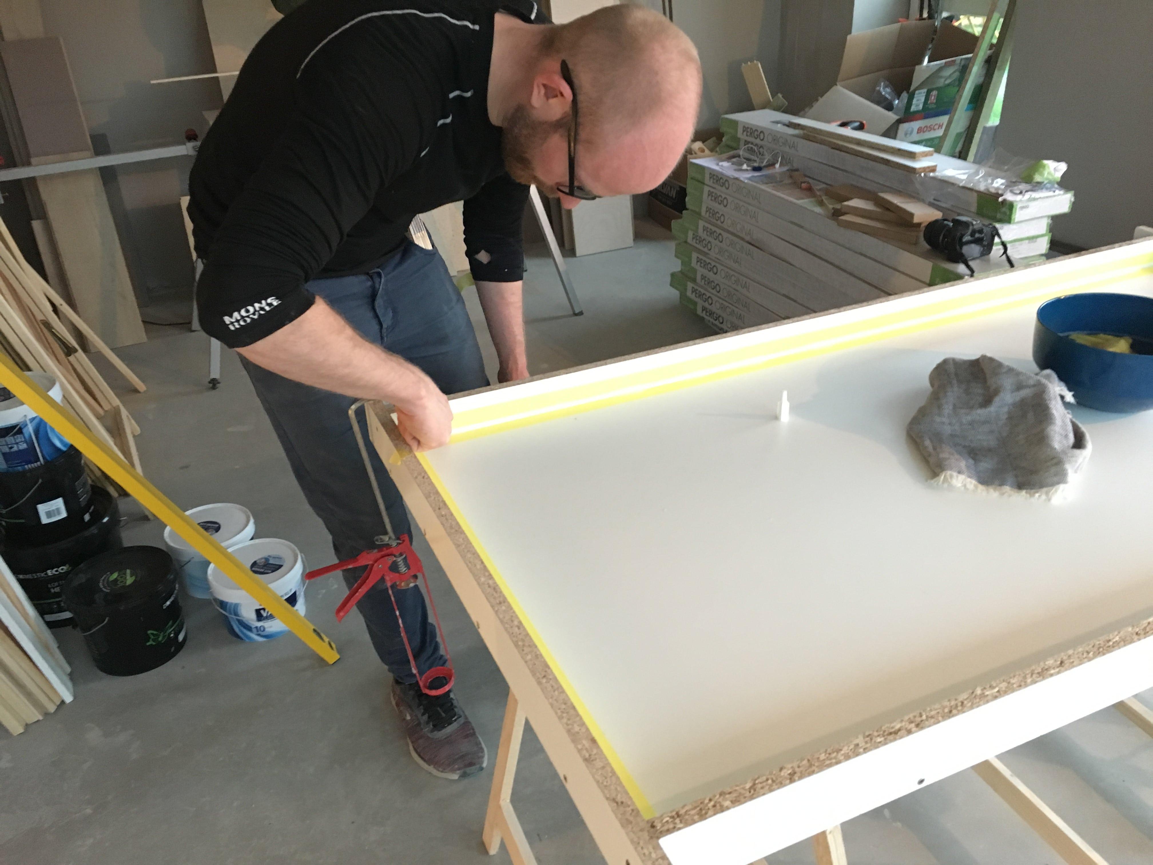 Spisebord af beton
