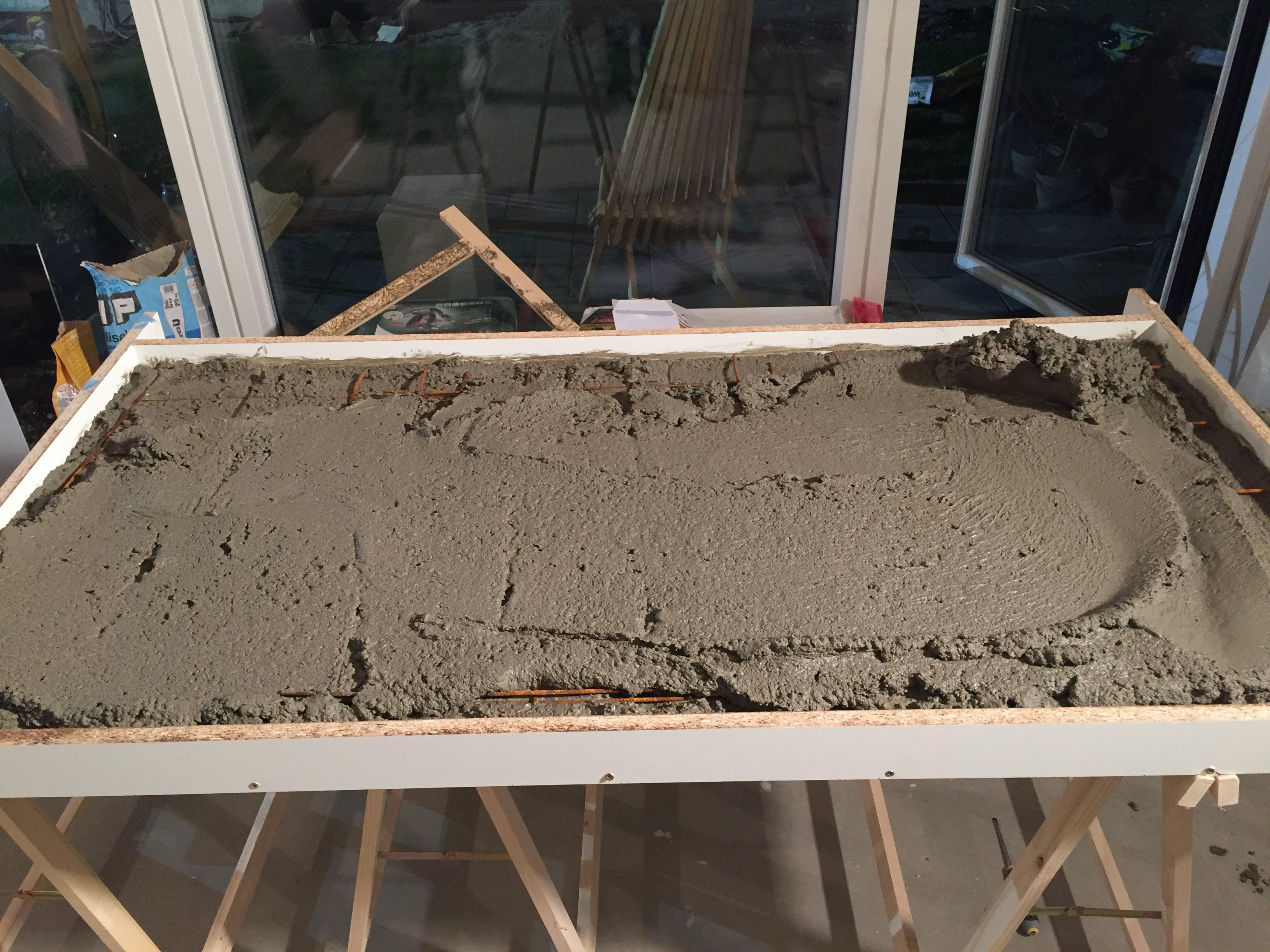 Spisebord af beton 4