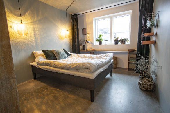 Soveværelset i grønt hus med skjult kontorplads