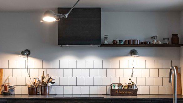 Svævehylder i Lourdes og Nicolais køkken, Nybyggerne sæson 5